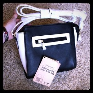 TravelSmith security crossbody purse white & black